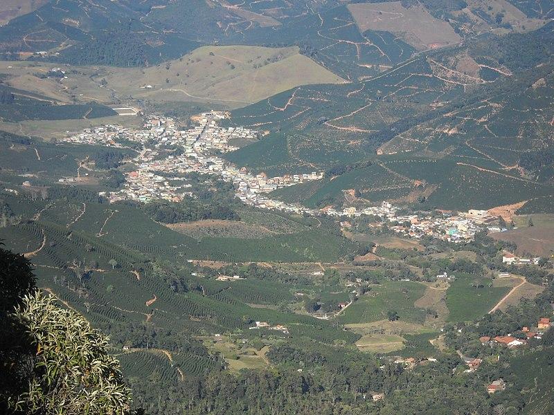 File:Alto Caparaó^ - panoramio.jpg