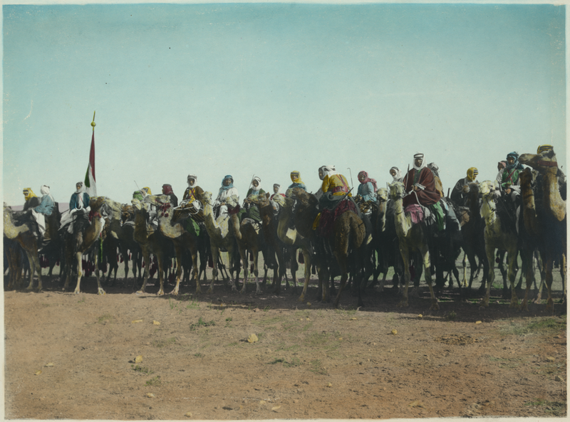 File:Amir Abdullah's Bodyguard on Camels with Red, Green and White Standard at Far Left.png