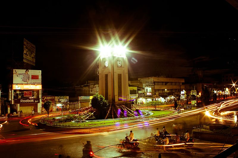 चित्र:Anantapur Clock tower at night.jpg