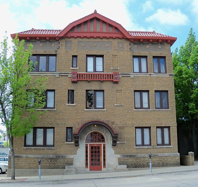 File:Apartment Building Sioux Falls 5.JPG