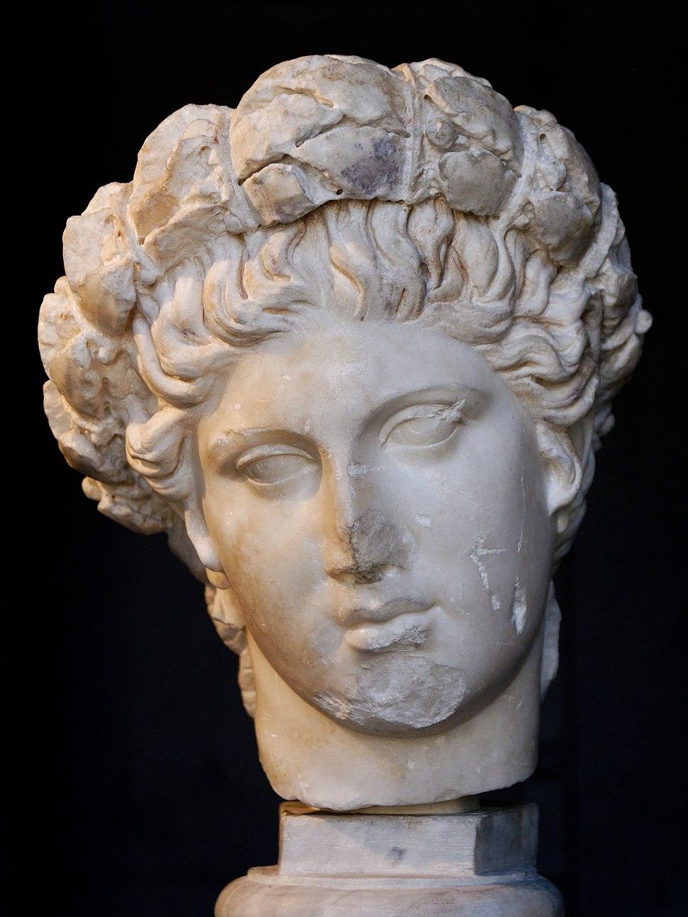 Apollon daphnephoros Musei Capitolini MC2045