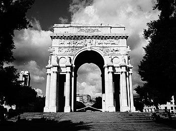 Arco della Vittoria, lato sud.JPG