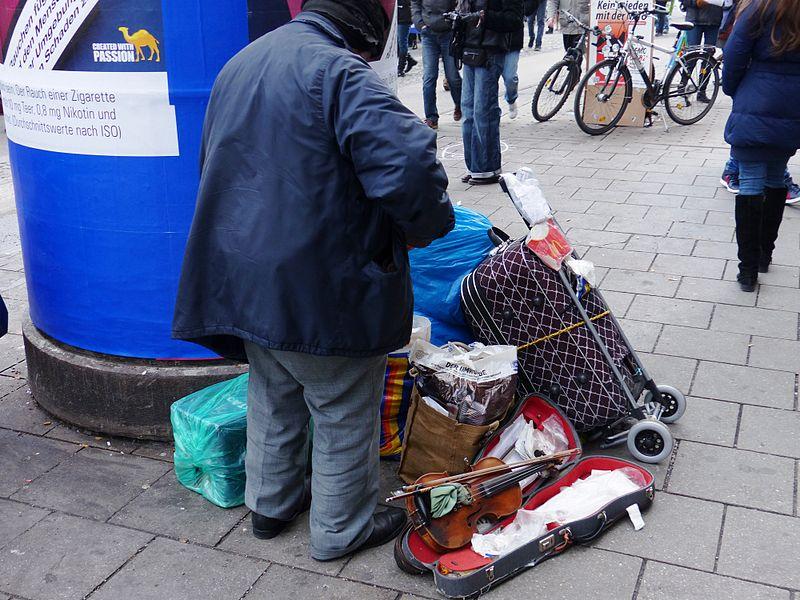 File:Armut Bettler Obdachlos (12269249596).jpg