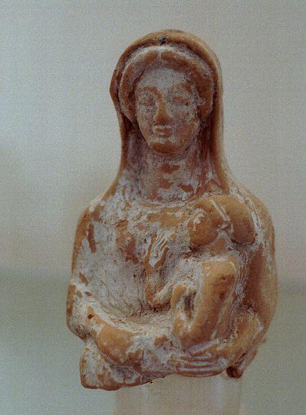 Soubor:Artemis Kourotrophos, terracotta, 430-400 BC, AM Brauron, Bram31.jpg