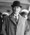 Atatürk melon şapkayla.png