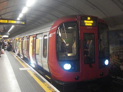 Au Morandarte Flickr S7 21330 on Circle Line, Kings Cross St Pancras (9672235591)