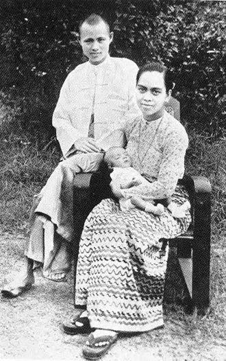 Aung San - Aung San, his wife Khin Kyi and their eldest son, Aung San Oo