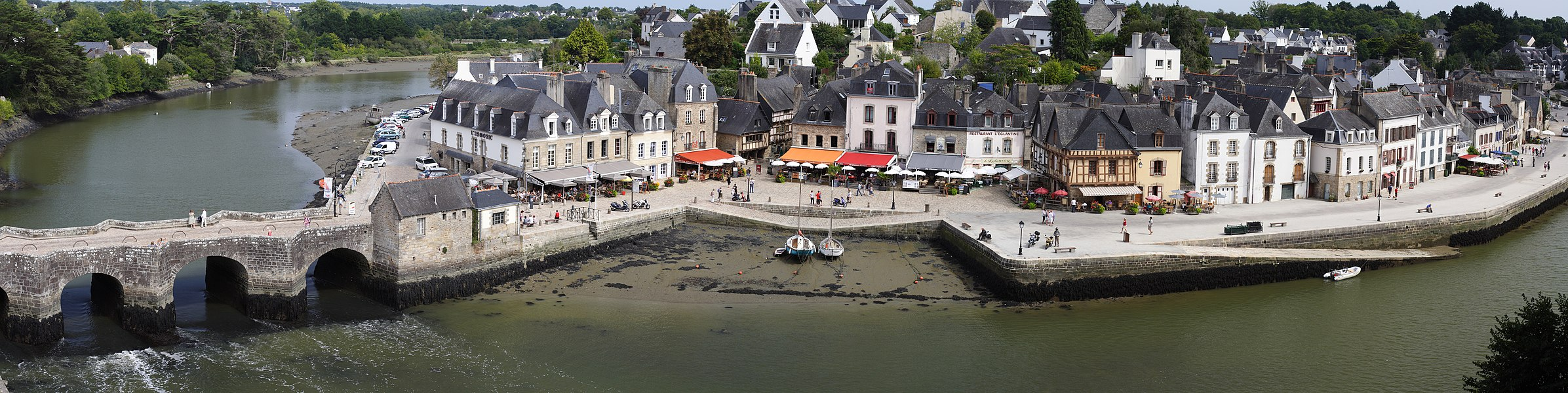 Port Saint Goustan in Auray,France. Panorama created with Hugin from 11 images taken with a Canon EOS 350D and a Canon 50mm f/1.4 @ f/8.