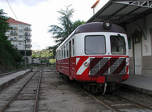 Narrow-gauge railways in Portugal - A Série 9100 diesel railcar at Amarante station on the Tâmega line in 2002