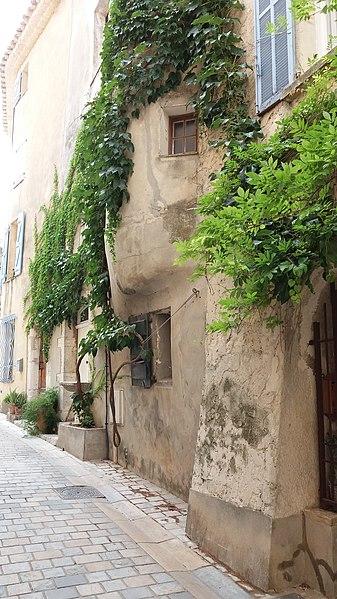 Bas de tourelle - La Cadière d'Azur.