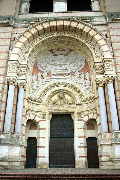 Fronton de la basilique Sainte-Germaine Pibrac (Haute-Garonne, France).