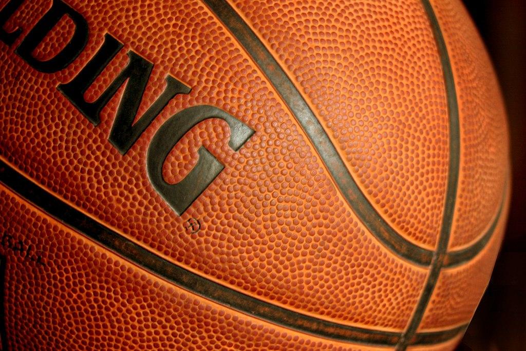 https://upload.wikimedia.org/wikipedia/commons/thumb/c/c8/Basketball_ball385428_9836.jpg/1024px-Basketball_ball385428_9836.jpg