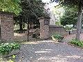 Batenburg Rijksmonument 8715 Muur rond kerk Kruisstraat 7.JPG