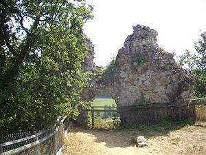 Beaulieu, Cantal - The ruins of the Château de Thynières, in Beaulieu