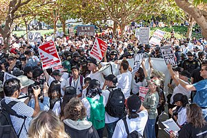 2017 Berkeley protests - Protesters and police officers fill Sproul Plaza on September 24, 2017.