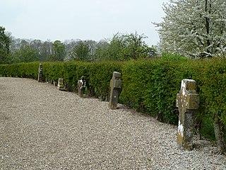 23 oude grafkruisen op het oude kerkhof