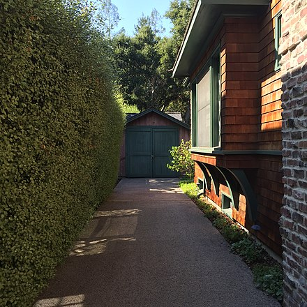 "The ""Birthplace of Silicon Valley"" garage in Palo Alto, where Bill Hewlett and David Packard started developing their audio oscillator in 1938 (photographed 2016) Birthplace-of-Silicon-Valley-Garage-on-5-September-2016.jpg"
