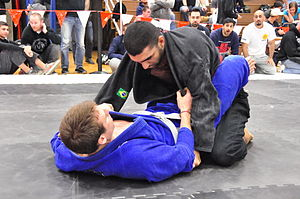 Brazilian jiu-jitsu - The jiu-jitsu practitioner in blue is demonstrating a type of closed guard
