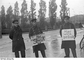 1932 Berlin transport strike - Berliner transport workers striking Berliner Verkehrsgesellschaft.