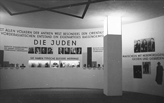 The Eternal Jew (1940 film) - The interior of the exhibition The Eternal Jew (1937/1938)