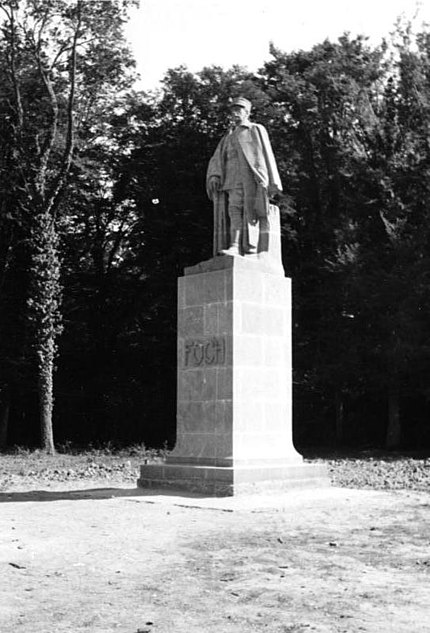 For documentary purposes the German Federal Archive often retained the original image captions, which may be erroneous, biased, obsolete or politically extreme.   Foche-Denkmal im Walde von Compiègne 1940