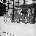Burgemeester Thomassen (midden) tijdens de opening van de tentoonstelling, Bestanddeelnr 918-4374.jpg