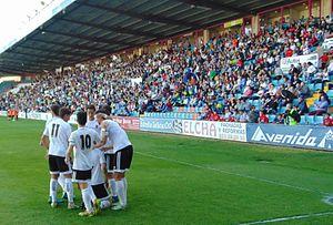 CF Salmantino - Salmantino players celebrate a goal in 2017.