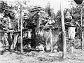 COLLECTIE TROPENMUSEUM Ruïne van de kraton Kasepoehan te Cheribon TMnr 10005141.jpg