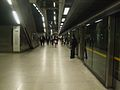 Canary Wharf tube stn westbound look east.JPG