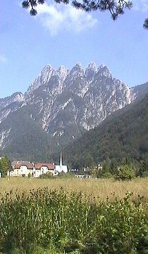 Cave del Predil - Cave del Predil and Cinque Punte massif