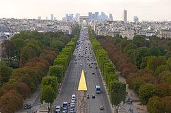 250px Champs Elys%C3%A9es%2C vue de la Concorde %C3%A0 l%27Etoile Champs-Élysées