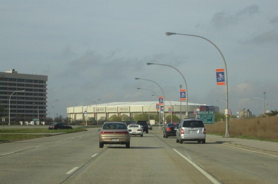 Charles Lindberg Boulevard towards the Nassau Veterans Memorial Coliseum, Uniondale, New York - 20070427