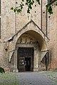 Chiesa degli Eremitani (Padua) portale laterale sul fianco destro.jpg