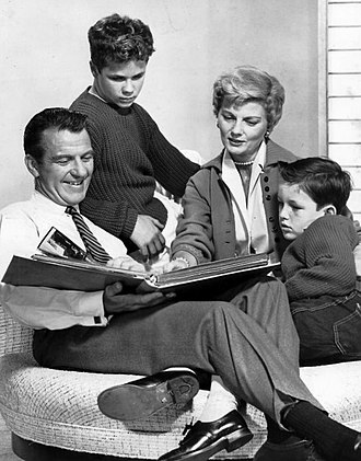 Leave It to Beaver - Leave It to Beaver cast (L–R): Hugh Beaumont, Tony Dow, Barbara Billingsley and Jerry Mathers, circa 1959