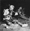 Collectie NMvWereldculturen, TM-20001974, Negatief, 'Indonesia. Midden Java. Zilversmeden bij M.D. Silver te Yogyakarta.', fotograaf Boy Lawson, 1971.jpg