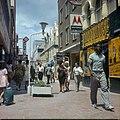 Collectie Nationaal Museum van Wereldculturen TM-20029823 De winkelstraat Heerenstraat Willemstad Boy Lawson (Fotograaf).jpg