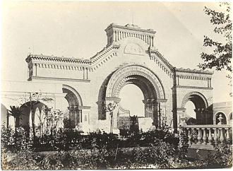 Colon Cemetery, Havana - The northern main gate of the Colon Cemetery (Cementerio Cristóbal Colón) without the statues which were placed on the top in 1901