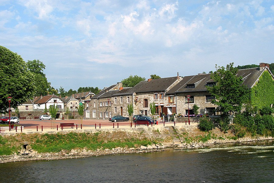 Comblain-la-Tour (Belgium), neighbourhood alongside the Ourthe river.