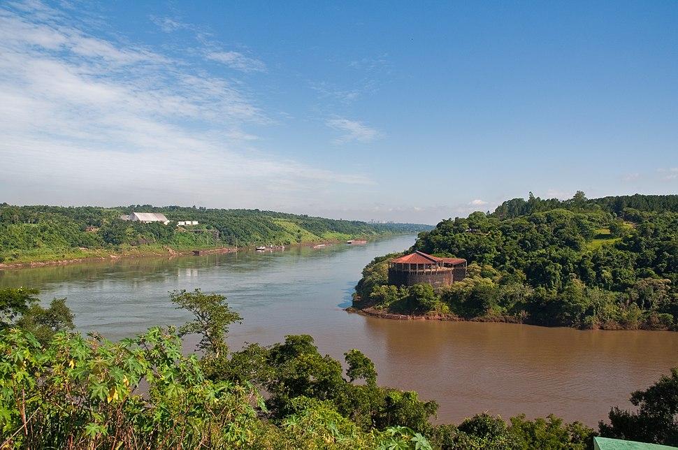 Confluence of the Iguazu and Parana rivers, Puerto Iguazu, Misiones, Argentina, 6th. Jan. 2011 - Flickr - PhillipC