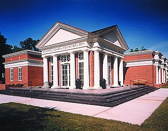 Cornelius, North Carolina - The Cornelius branch of the Public Library of Charlotte and Mecklenburg County