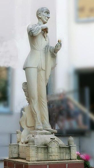 Curt Goetz - Statue of Curt Goetz in Halle, by Michael Weihe