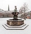 Dülmen, Jubiläumsbrunnen (und Rathaus) -- 2015 -- 4902.jpg