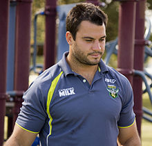 Description de l'image David Shillington at an Raiders autograph session at Bolton Park.jpg.