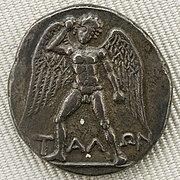 Tal s krilima i naoružan kamenjem, srebrna drahma s Krete, Pariz