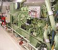 Dieselgenerator gekoppelt an Dieselmotor auf Faehre Hansa.jpg