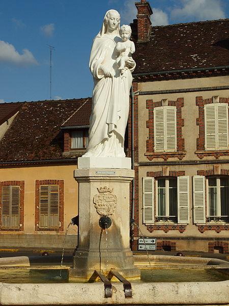 Fontaine villageoise de Dixmont (Yonne, France)