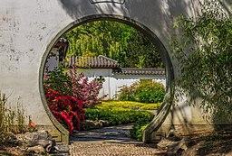 Doorgang in muur. Locatie, Chinese tuin Het Verborgen Rijk van Ming. Locatie. Hortus Haren 01