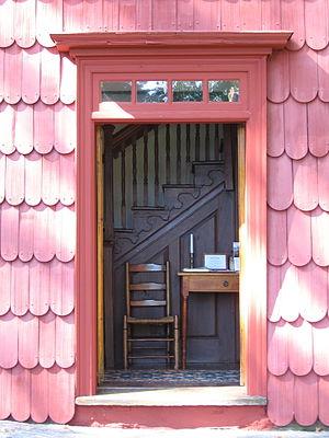 Putnam Cottage - Image: Doorway Putnam Cottage Knapps Tavern Greenwich CT08312008