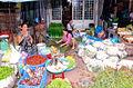 Drukte op een markt in Vietnam.jpg
