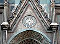 Duomo di firenze, medaglioni intarsiati in marmi nei timpani delle finestre sui fianchi 09.JPG